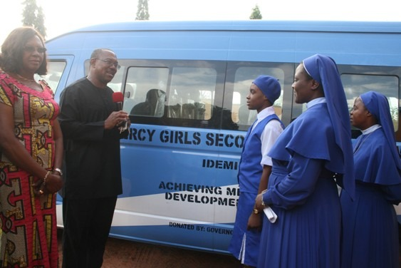 Gov Peter Obi presents Bus and computer to Mercy Secondary School, Umuoji