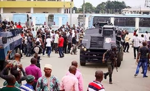 [Video] Rotimi Amaechi's Armed Thugs Invade Rivers State High Court