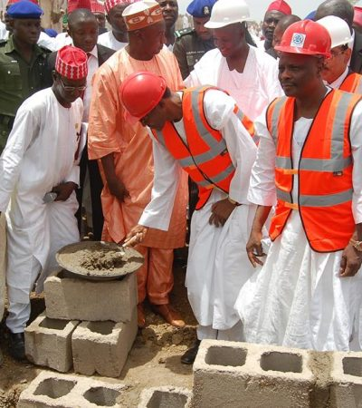 Buhari Lays Foundation Of Multi Billion Naira Kano IPP, Commends Kwankwaso For His Vision