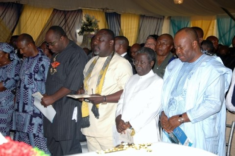 Govs Owelle Rochas Okorocha, Godsill Okpabio of Akwa Ibom,  Jonah Jang of Platua and river State counterpart Gov Dickson, Mr John-kenedy Opara and family during the burial of Pa Opara at his home town Nguru in Aboh Mbaise LGA of Imo State recently.