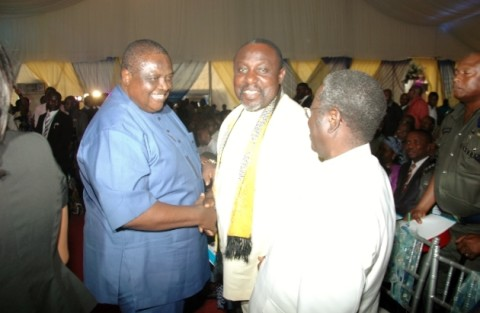 Gov Rochas okorocha in a handshake with Chief Emmanuel Iwuanyanwu during the burial of Pa Opara at Nguru Aboh Mbaise LGA while Gov Jonah Jang of Pleatua State watches with admiration  recently
