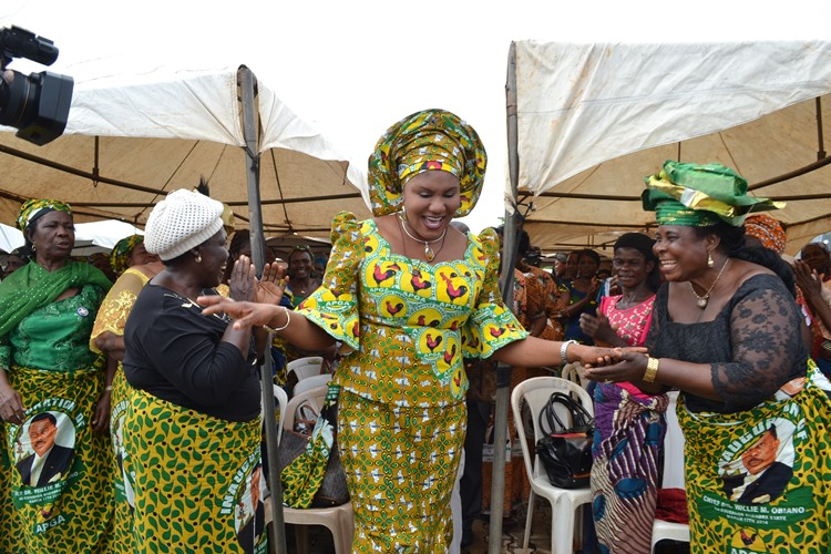 Mrs Obiano and a cross-section of the widows