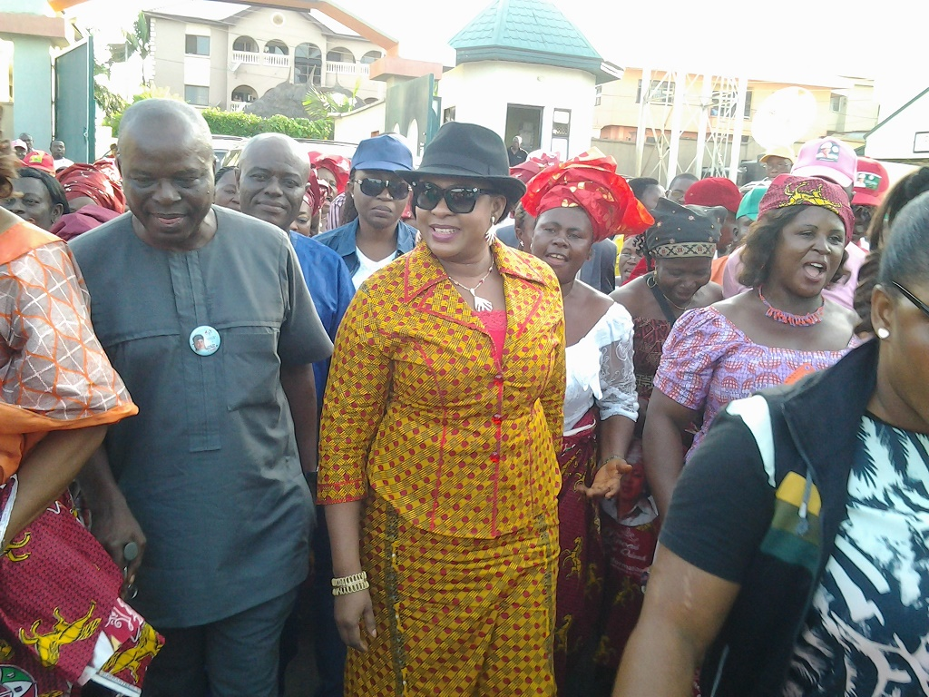 Princess Stella Oduah in a rousing welcome by Onitsha peope