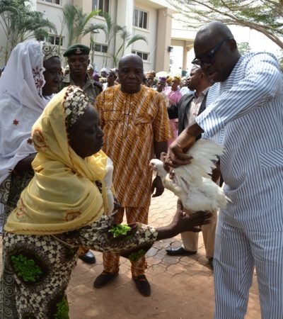Stomach Infrastructure: Fayose Distributes Rice, Chicken, Cash To Ekiti People