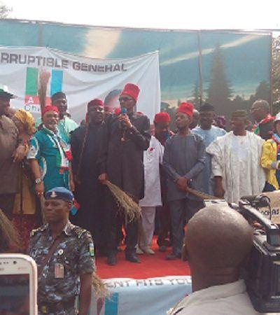 Awka : Anambra Quakes, As Over 80,000 APC Supporters Receive Buhari