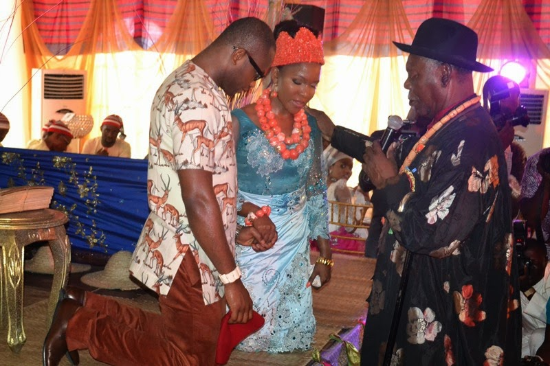 Royal Blessing: His Royal majesty, King Alfred Diete Spiff the Amayanabo of Twon-Brass blessing the couple, Dr. Simeon and Inebharapu Paul Onyemechi