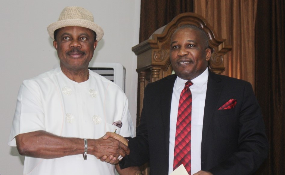 Eric Osagie, Managing Director of The Sun Publishing Limited (R) presenting the Letter of Notification to Chief Willie Obiano, Governor of Anambra State as The Sun Governor of the Year 2015 during a courtesy call on the governor at the Governor's Lodge, Amawbia...Tuesday