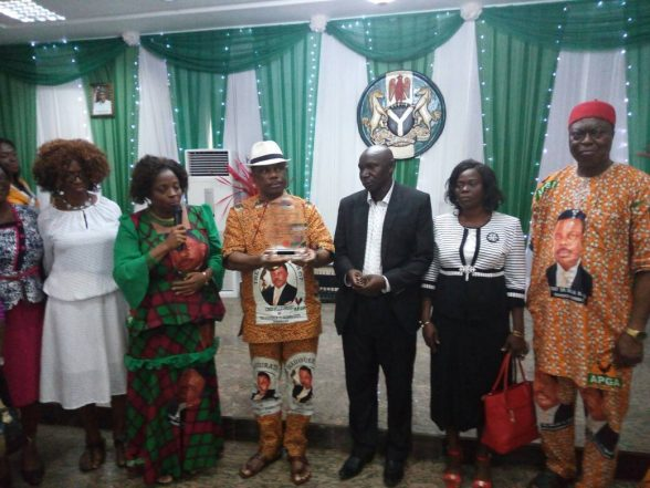 Best Teacher Award Winner Receives Obiano's N1m Cheque