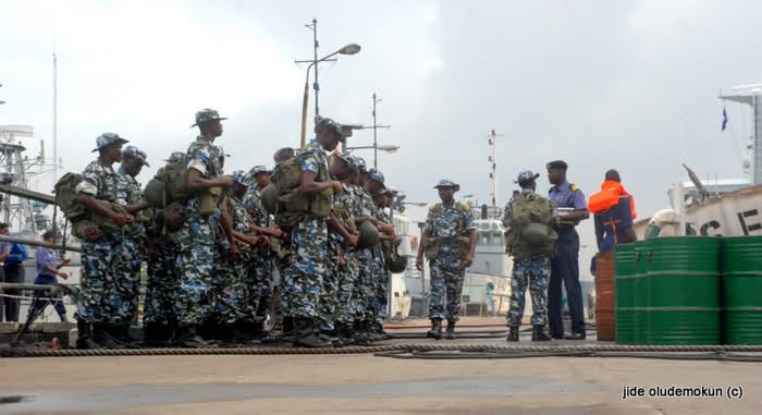 Group Demand Dismantle Of Navy Road Blocks At Inyiowa In Anambra