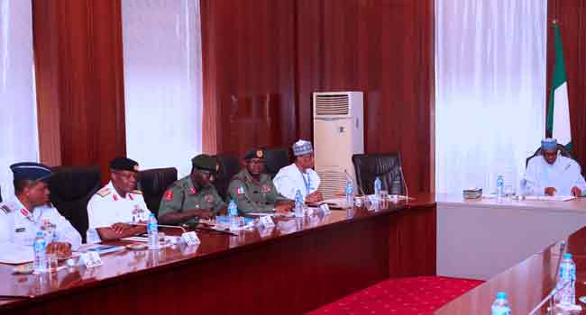 Breaking News: Buhari Holds Security Meeting With Service Chiefs