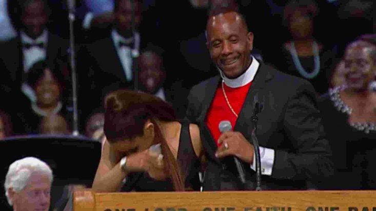 Aretha Franklin Funeral Bishop Apologizes To Ariana Grande After Touch