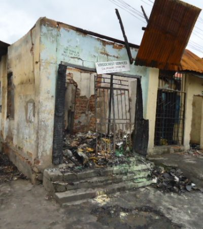 Fire outrage in Anambra: Pregnant Woman Attempts Sucide as fire Guts 11 Shops, destroyed items Worth Millions In Nnewi  Market