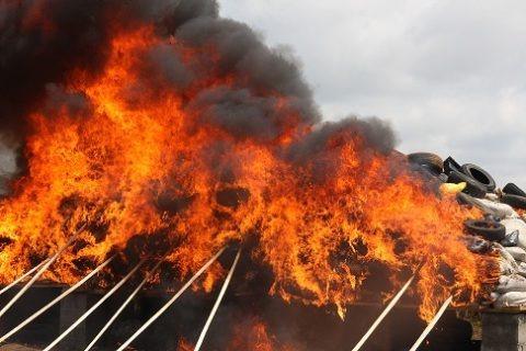 Fire Engulfs Mammy Market Ikeja Cantonment, Lagos