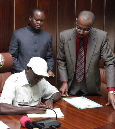 Oshiomhole Signs N159bn Edo Budget Into Law