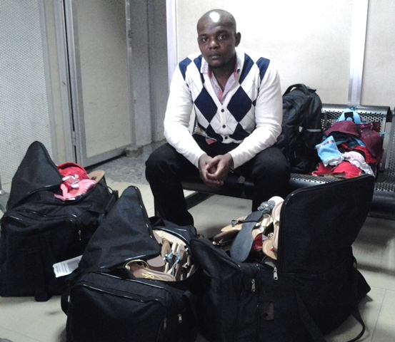 ezenna chinonso joseph with his bags