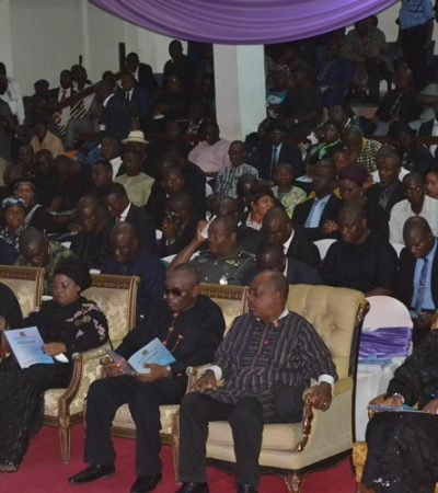Bayelsan Tragedy: Mrs. Obiano Attends Burial, Commiserates With The Jonathans