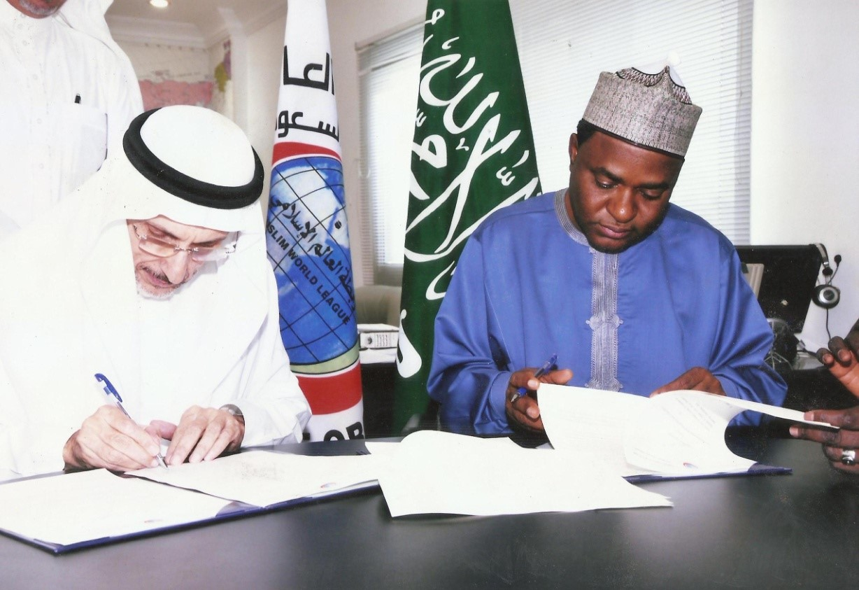 EX-GOVERNOR YUGUDA SIGNING AN MOU WITH A SAUDI ARABIAN OFFICIAL TO BOAST HEALTH SERVICES IN BAUCHI STATE THAT WAS COMMENDED BY GOV.M.A ABUBAKAR