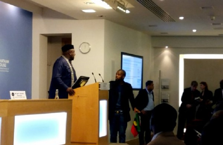 Biafra-supporters-attack-Gov.-Okorocha-in-London