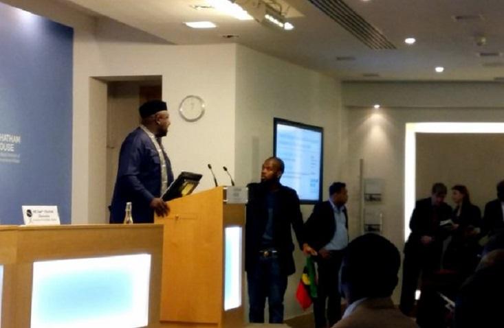 Biafra-supporters-attack-Gov.-Okorocha-in-London