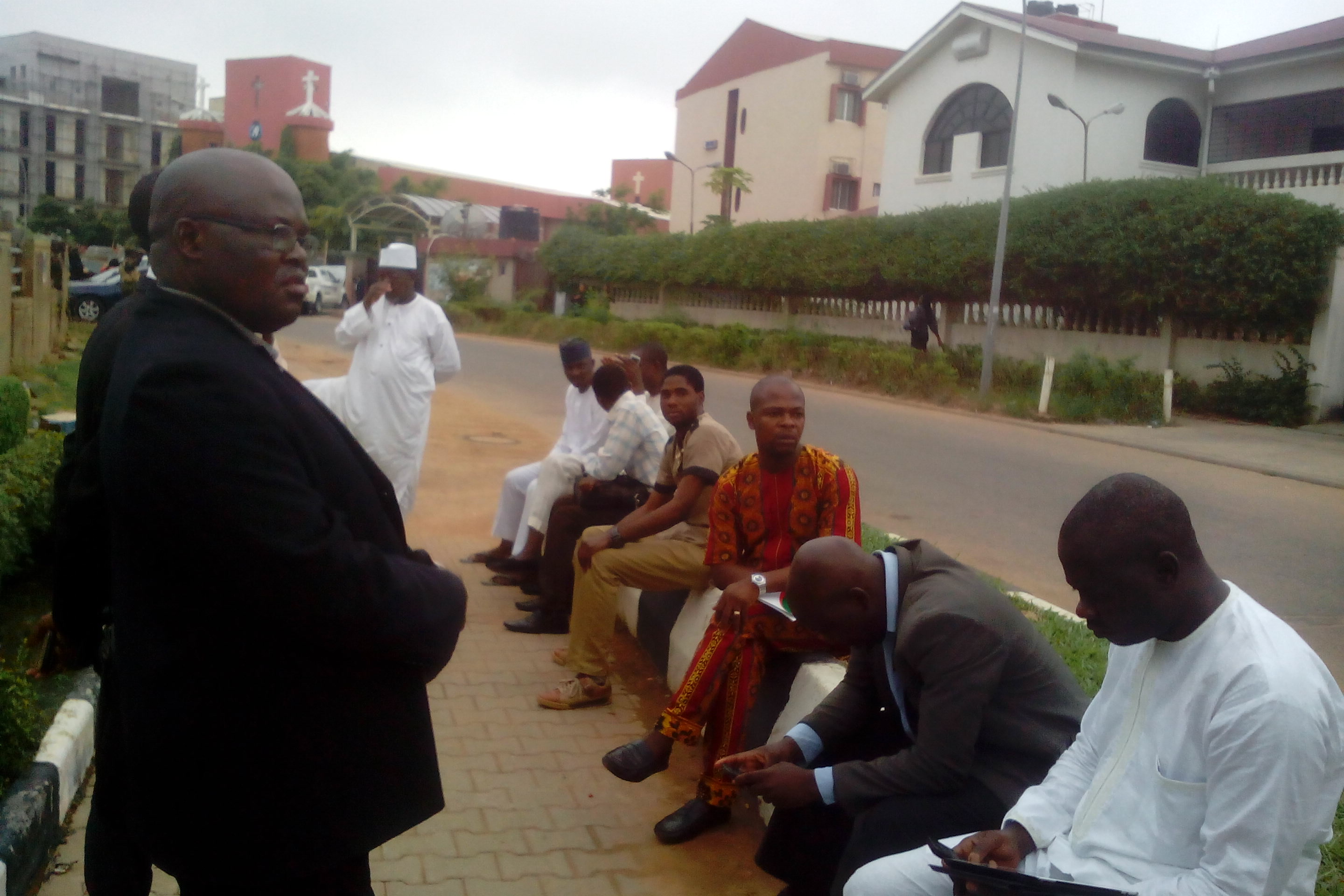 Some of the journalists, which include: Sun, Telegraph, Tribune, Blueprint, Peoples Daily, Nigerian Pilot, Daily Times, National Mirror, FRCN, Daily Independent, Liberty Radio, Vision fm, Authority Newspapers, among others, barred from covering APC NEC meeting at the party national Secretariat, Abuja
