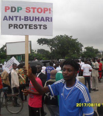 Fake Niger Delta Pro Buhari Protesters Shutdown Federal Secretariat