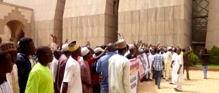 Buhari Escapes Lynching At The National Mosque