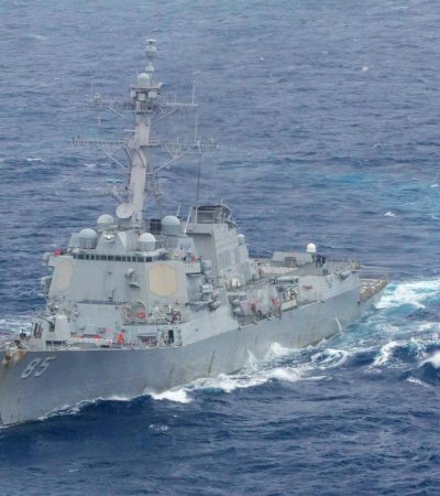 2 U.S. warships sail in disputed South China Sea