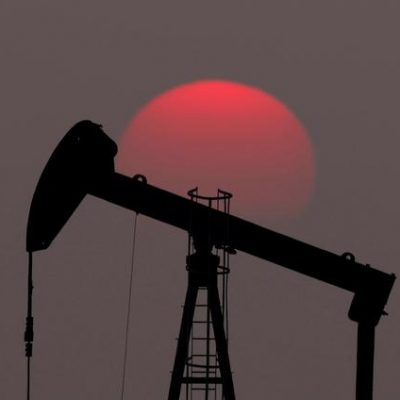 Oil prices slip on way to weekly drop amid surging U.S. output