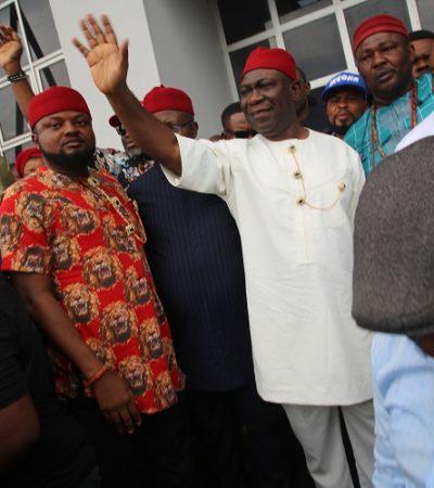 Thousands Welcome Ekweremadu to Enugu