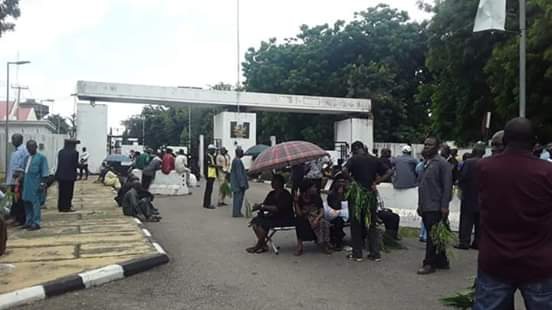 Pensioners Lock Down Benue Govt House Over 25 Months Arrears