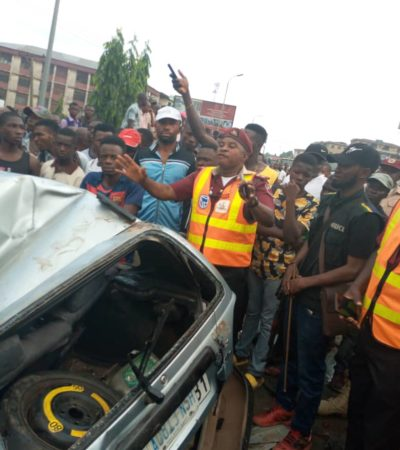 2 escape death in Onitsha as containers fall on vehicle
